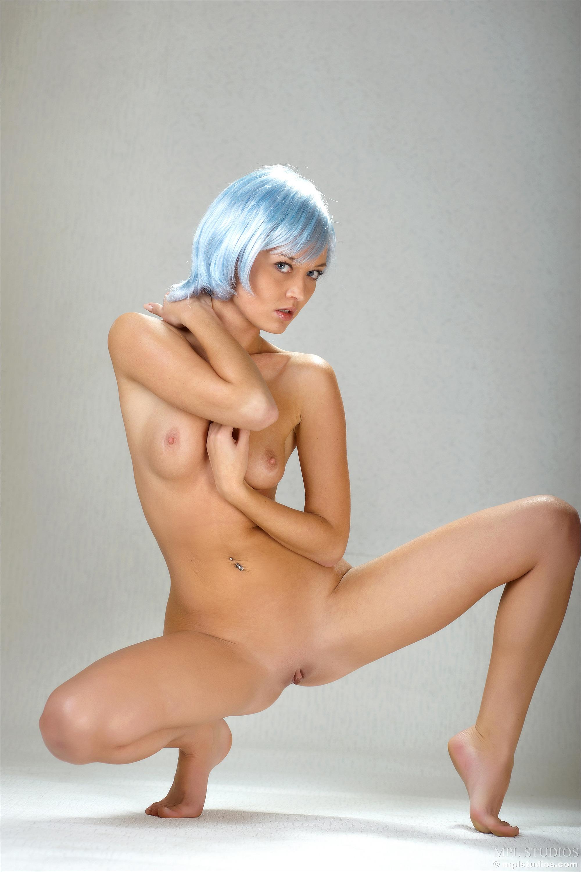 Голые девушки с синими волосами